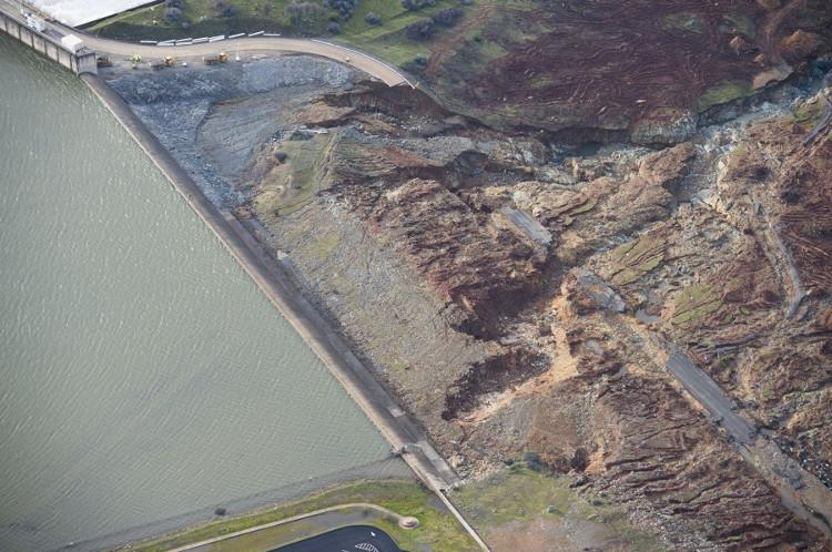 Xem cách Mỹ vá đập cao nhất nước ở California