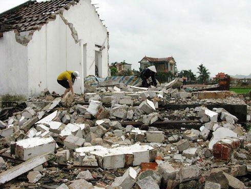 10 người chết, 80 người bị thương trong mưa bão