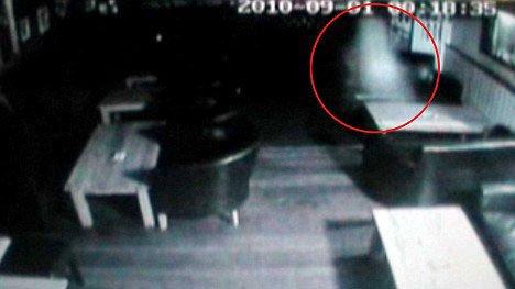 'Bóng ma' bí ẩn trong một quán bar