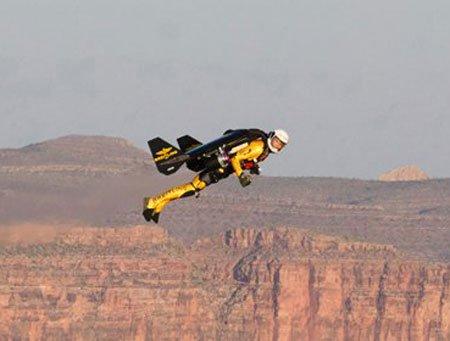 'Người phản lực' bay trên hẻm núi khổng lồ