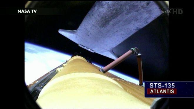 Ảnh tàu con thoi Atlantis bay vào vũ trụ ngày 8/7/2011