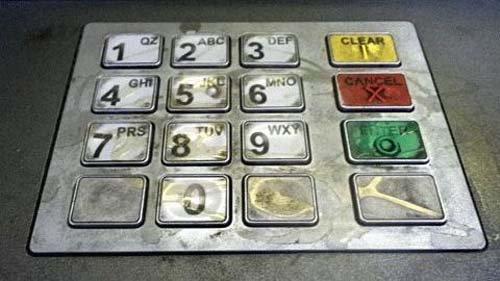 Bàn phím máy ATM bẩn như bàn cầu