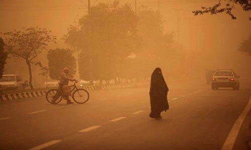 Bầu trời Iran chuyển màu vì bão cát