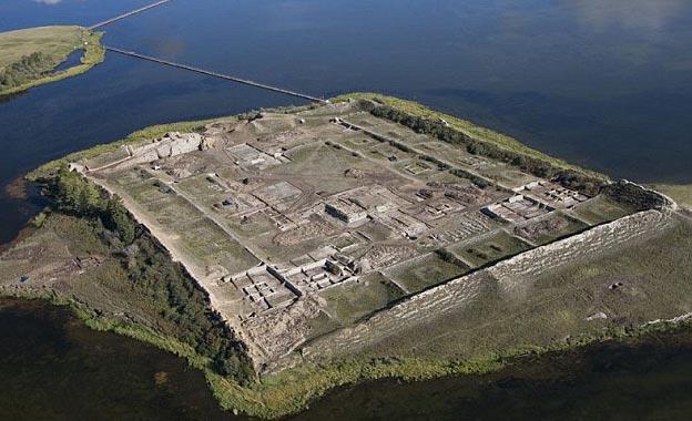Bí ẩn đảo pháo đài cổ ở Siberia