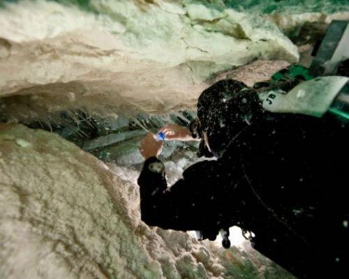 """Bí ẩn hang động của """"Người ngoài hành tinh"""" tại Úc"""