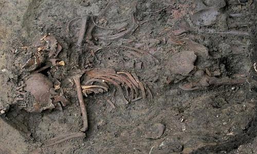 Bi kịch sau ngôi mộ tập thể trong trường đại học Anh