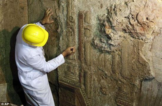 Bức tranh tường vẽ thần Apollo niên đại 2.000 năm