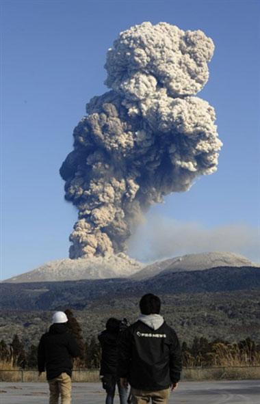 Bụi núi lửa hoành hành ở Nhật Bản