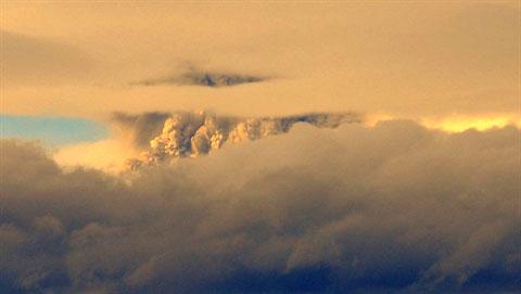 Cận cảnh núi lửa Chile phun trào