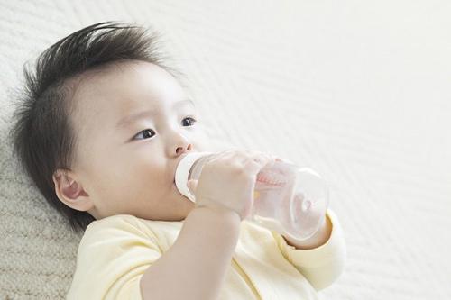 Chế độ ăn cho trẻ ngày nóng