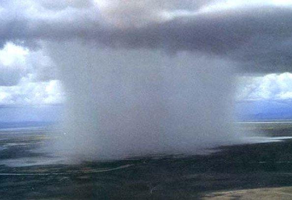 """Choáng ngợp trước hiện tượng """"bom mưa"""" cực hiếm"""