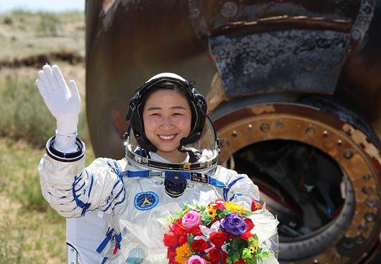 Chuyện chưa biết về bóng hồng Trung Quốc đầu tiên trên vũ trụ