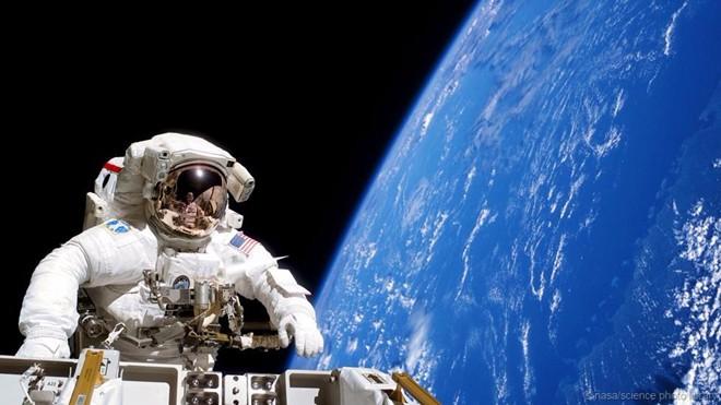 Công việc bên trong phòng điều khiển tuyệt mật của NASA