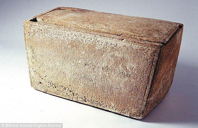 Dấu vết mộ cổ chứng minh Chúa Jesus từng có vợ và con trai