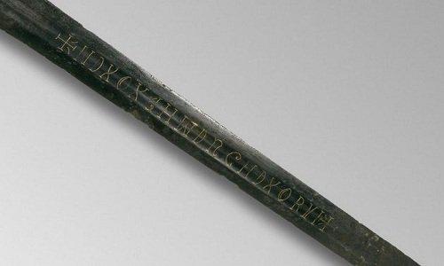 Dòng chữ bí ẩn trên kiếm cổ 800 tuổi