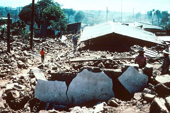 Động đất mạnh ở Iran, hàng trăm người thương vong