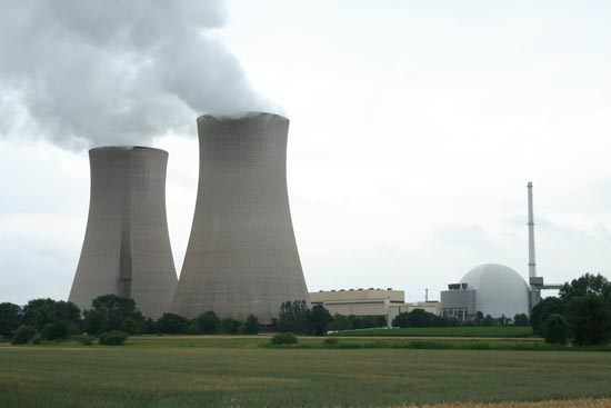 Đức đóng cửa hàng loạt nhà máy điện hạt nhân