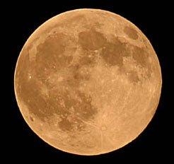 Giải mã quỹ đạo khác thường của mặt trăng