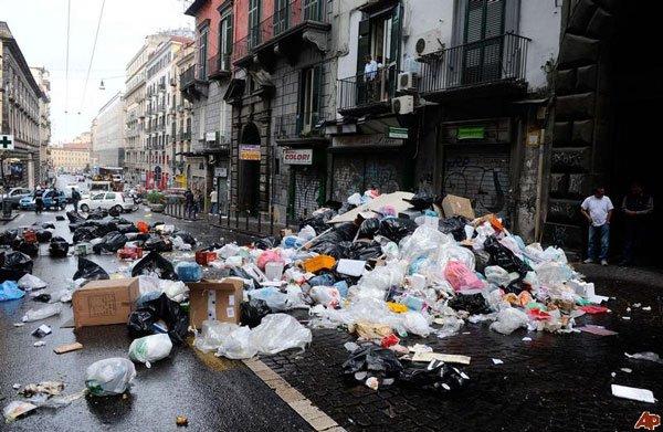 Gián xâm lược thành phố Italy