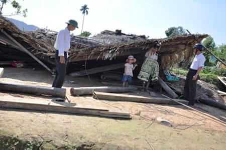 Hà Tĩnh: Lốc xoáy tàn phá hàng trăm ngôi nhà