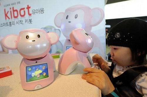 Hàn Quốc trình làng robot Kibot chơi với trẻ em