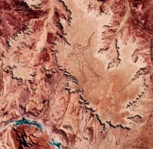 Hình thổ dân khổng lồ bí ẩn ở Australia