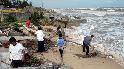 Hơn 30km bờ biển ở Thừa Thiên-Huế bị sạt lở nặng