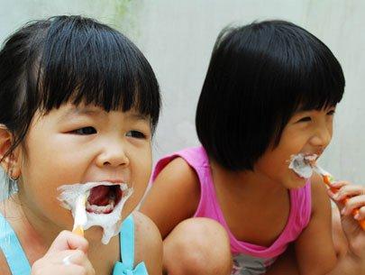 Kem đánh răng có fluor: Lợi và hại