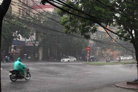 Không khí lạnh gây mưa, dông nguy hiểm tại Bắc và Trung Bộ