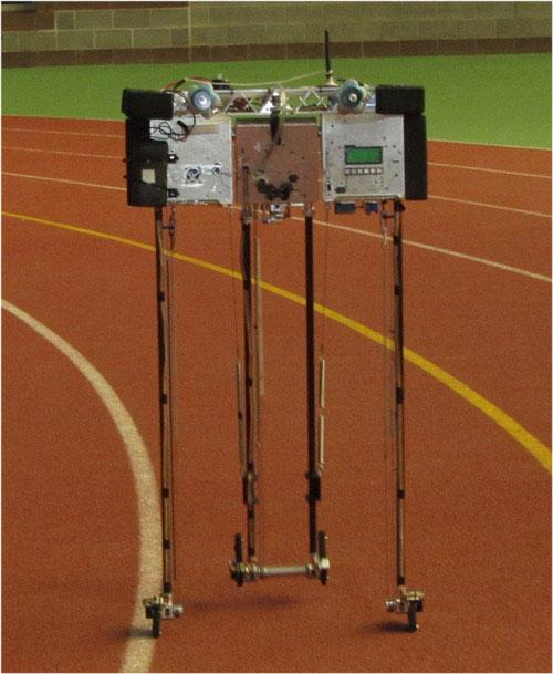 Kỉ lục thế giới mới về đi bộ đối với...robot