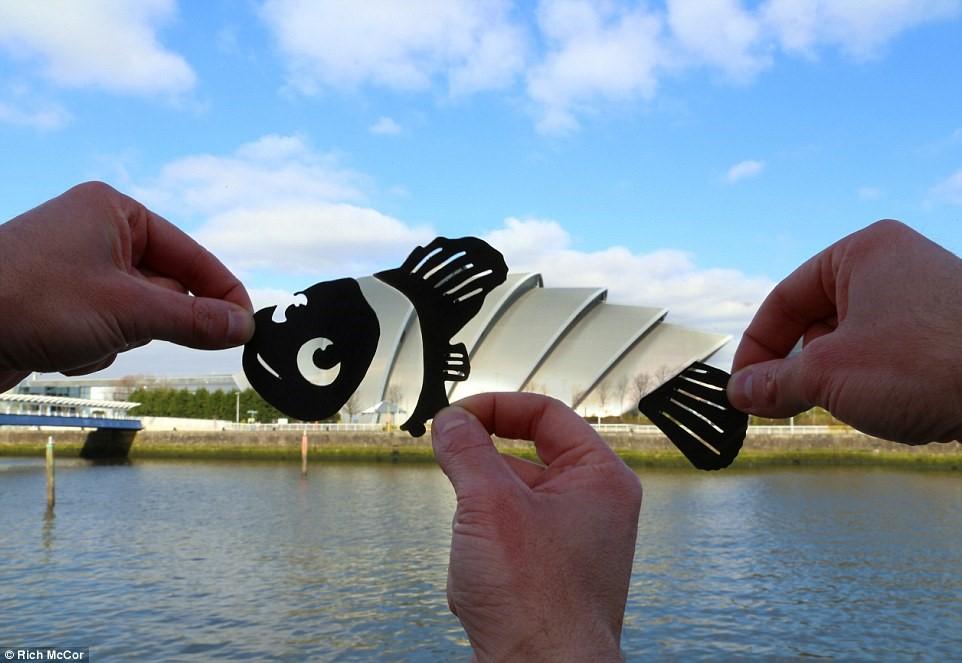 Lạ mắt với những địa điểm nổi tiếng được cắt ghép hình giấy độc đáo