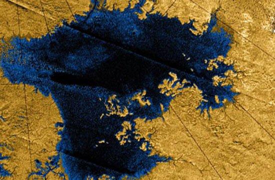 Lái tàu lên trên bề mặt của sao Thổ