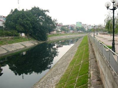 Làm sạch nước sông Tô Lịch bằng hóa chất