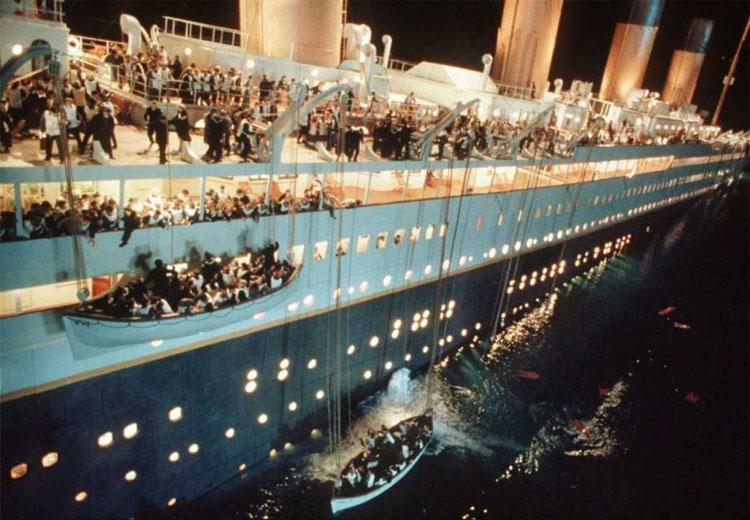 Lần đầu tiên trong đời mọi người có cơ hội ngắm tàu Titanic dưới lòng đại dương