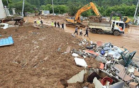 Lở đất kinh hoàng tại Hàn Quốc, 17 người chết