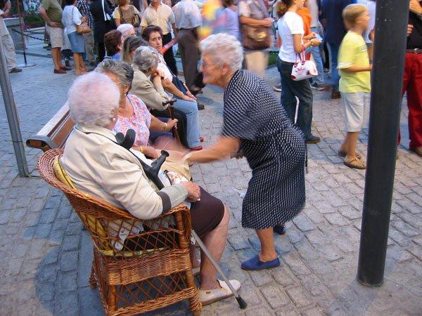 Lý do chính khiến phụ nữ sống thọ hơn nam giới