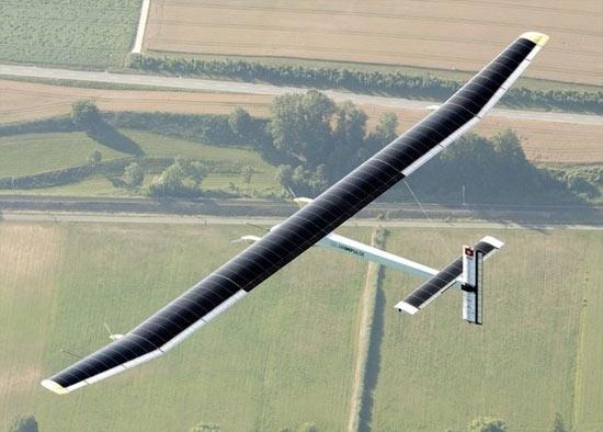 Máy bay năng lượng mặt trời bay vòng quanh Thụy Sĩ