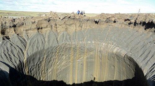 Miệng hố bí ẩn ở Siberia chứa được tòa nhà 25 tầng