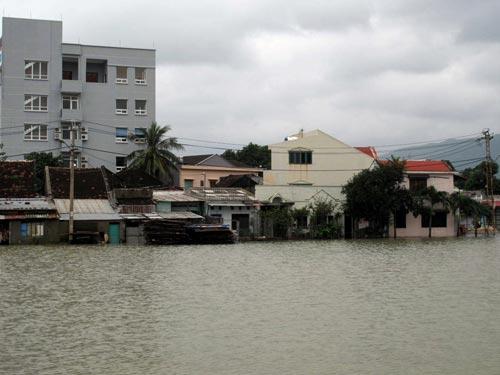 Nam Trung Bộ lại bị mưa lũ