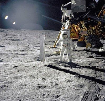 NASA kỷ niệm 45 năm tàu Apollo 11 hạ cánh lên Mặt trăng