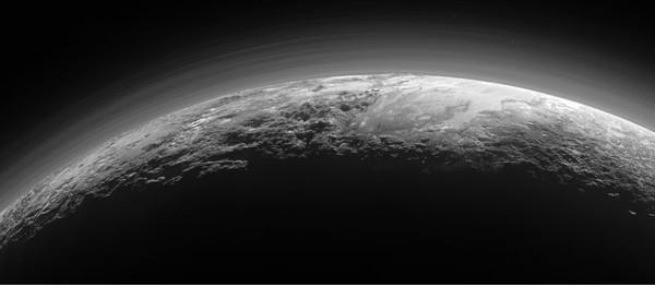 NASA tiếp tục công bố thêm nhiều ảnh mới về Sao Diêm Vương