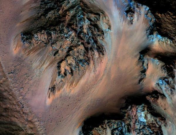 NASA xác nhận có nước chảy trên sao Hỏa