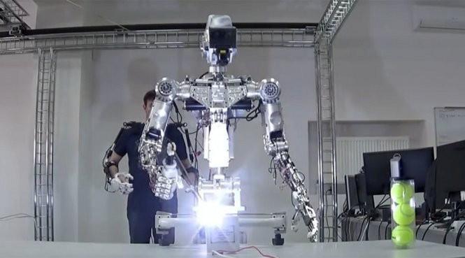 Nga đưa robot phi hành gia vào vũ trụ