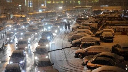 Nga: Hàng nghìn ô tô mắc kẹt 3 ngày trên đường cao tốc