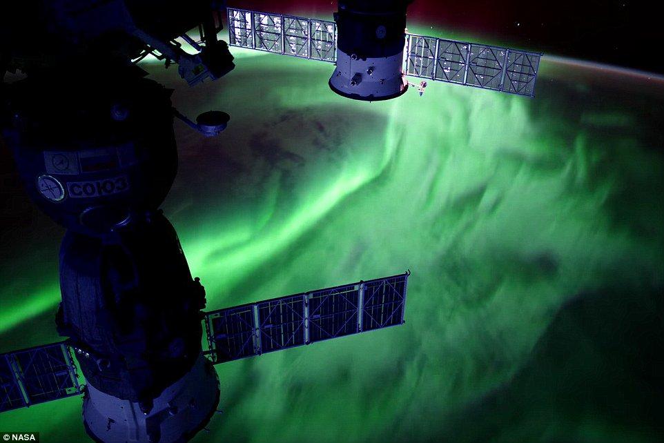 Ngoạn mục cảnh không gian nhìn từ Trạm Vũ trụ Quốc tế