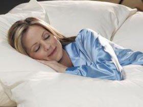 Ngủ để đèn sáng dễ bị tăng cân