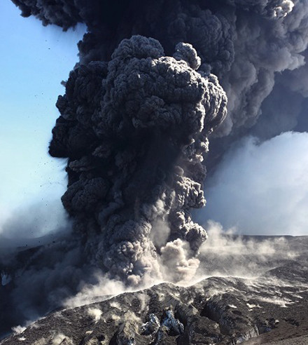 Nhà khoa học săn đuổi cơn cuồng nộ của núi lửa