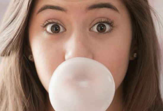 Nhai kẹo cao su dễ bị béo phì