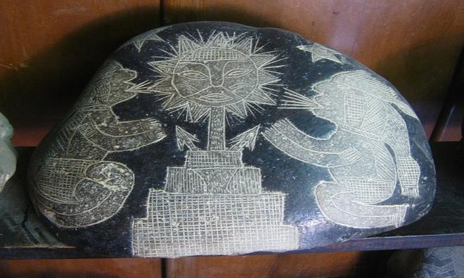 Những hòn đá đen chạm khắc bí ẩn ở Peru