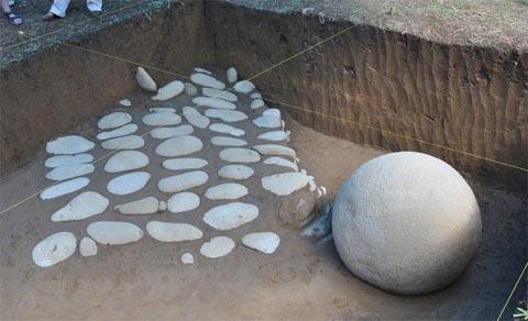 Những quả cầu đá bí ẩn